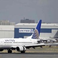 超賣後果自負 加拿大禁航空公司強拖乘客