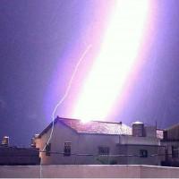 Taiwan photographer captures purple lightning