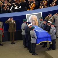 德統一之父下葬 歐美領袖齊聚悼念