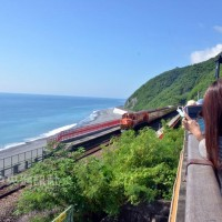 Places to watch trains traveling through beautiful scenery along Taiwan's eastern railway line
