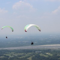Paragliding operator in Taiwan's Pingtung County shares profits with local indigenous community