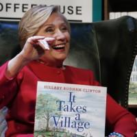 希拉蕊重談大選  質疑2016總統大選合法性