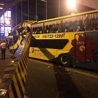 Yet another tour bus crash injures 5