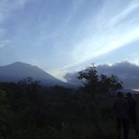 峇里島阿貢火山隨時爆發   逾10萬居民與遊客急撤離