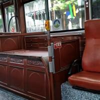 一上車就驚豔!綠17變身舊城觀光公車 帶旅客遊覽萬華、大稻埕
