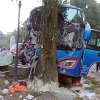 1 dead and 24 injured after brakes on tour bus fail