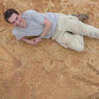 罕見!2億年巨型恐龍化石足跡現非洲南部