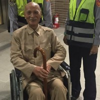 Chiang Kai-shek look-alike spotted at train station