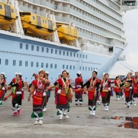 Thousands of tourists brought into Hualien by Asia's largest cruise ship