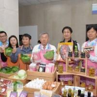 新竹縣政府帶領當地餐廳  與農民搶攻年菜市場