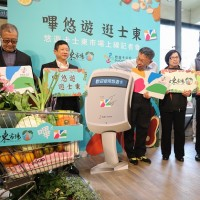 Mayor promotes cashless payment at traditional markets in Taipei