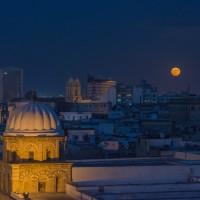 152年來首次  31日抬頭觀賞又紅又大滿月