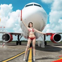 Vietjet Air sparks debate for welcoming soccerteam with bikini show