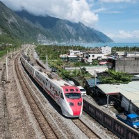Taiwan's Puyuma Express, Taroko Express to use two drivers after deadly derailment