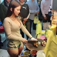Crowds flock to see buxom 'Braised Sister' chop chow