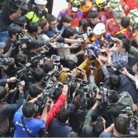 傅崐萁宣布失聯2陸客罹難 家屬同意拆樓開挖