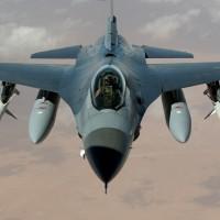 駐日美軍又出包 F16將油缸丟到湖中