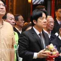 PremierLai visitstemple to prayfor peace and prosperity for Taiwan in New Year