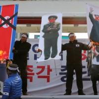 北韓鷹派抵首爾參加冬奧閉幕 南韓「天安艦」遺屬示威抗議
