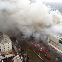 【影音】俄購物中心大火至少64死 負責人遭拘捕