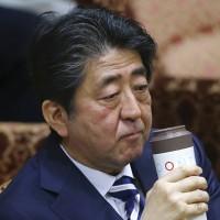 故意躲美國?龐皮歐訪東京時安倍將去九州