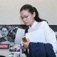 Taiwan rights activistLee Ming-che'swife says he is being denied correspondence rights by China