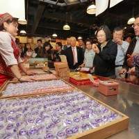Taiwan President Tsai spends big on mochi in Hualien market