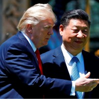 圖為美中兩國領袖川普(左)與習近平(右)。美聯社