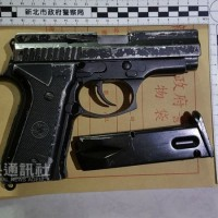 Man accidentally fires his gun getting out of a cab, shoots his own thigh