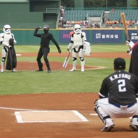 Photo of the Day: Kylo Ren throws first pitch at Taiwan baseball game