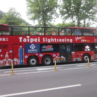 Treat mom to a double-decker bus ride in Taipei