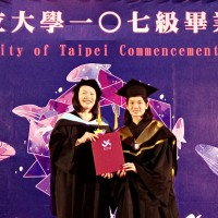 Badminton's World No.1 graduates from Taiwan university