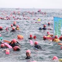2580 people took to waves during sea swim in Northern Taiwan