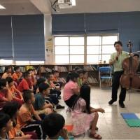 為了9名畢業生 大提琴家張正傑赴偏鄉國小演講
