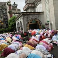 開齋節來了!逾200信眾參加台北清真寺祈禱活動