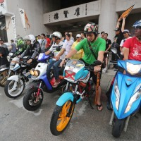 Two-stroke scooter fans protest ban outside Legislative Yuan