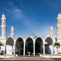 譴責遊客不當行為 馬國清真寺宣布禁止參觀