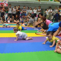 300 babies compete in Taiwan crawling competition