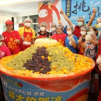1,554 kg mango shaved ice in south Taiwan shatters world record