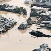 日本水患致死亡人數破百 今放晴搜救隊與時間賽跑