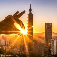 Photo of the Day: Grabbing infinity stone from Taipei 101