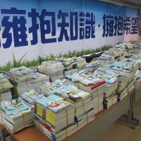 雄中捐贈書籍助學 新住民家庭受惠