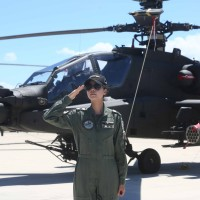 1st femaleAH-64E Apache pilot in Asiadraws attention at Taiwan Army's commissioning ceremony
