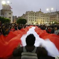 秘魯司法腐敗民衆憤怒 闖入法院火燒檢察官文件
