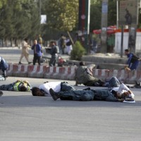 阿富汗機場自殺炸彈攻擊 導致14人死亡