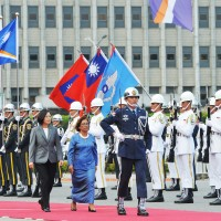Marshall Islands leaderwelcomed by Taiwan President with military honors