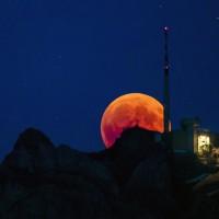 天文奇景  21世紀最長「血月」當空