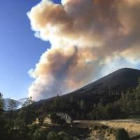 加州森林大火肆虐 意外形成氣象奇觀