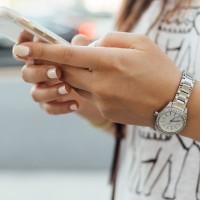 法國青少年手機成癮嚴重 9月起校園禁用手機