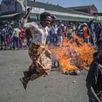 辛巴威開票延誤民衆怒 與軍方爆發衝突目前3人死亡